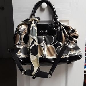 Coach  bag preowned in great condition with scarf.